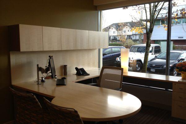 ¼ Cut Maple Veneer P Top Desk