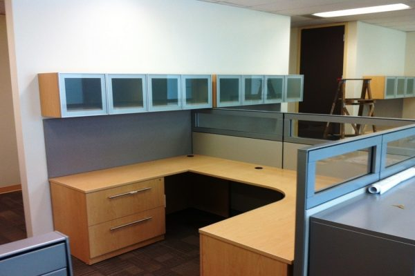 Cubicle Desk - Wall Bins & Panels