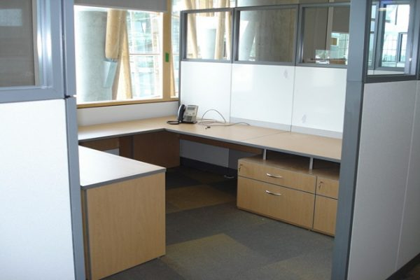 Desk Suite In Cubicle