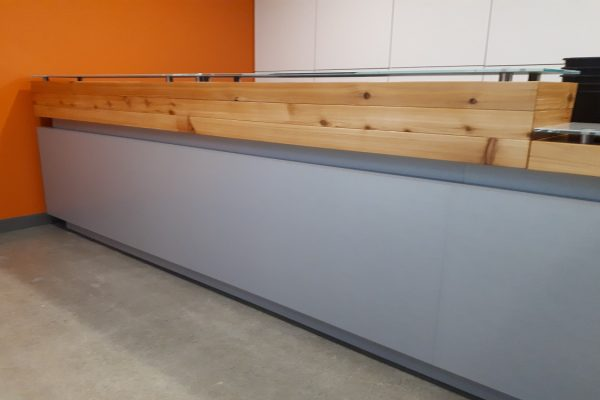 High Pressure Laminate With Wood Planks & Floating Grass Transaction Top
