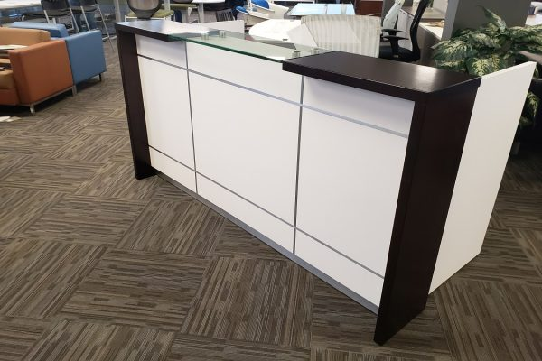 HP Laminate Reception - Satin Chrome Inlay, Veneer & Glass Transaction Top