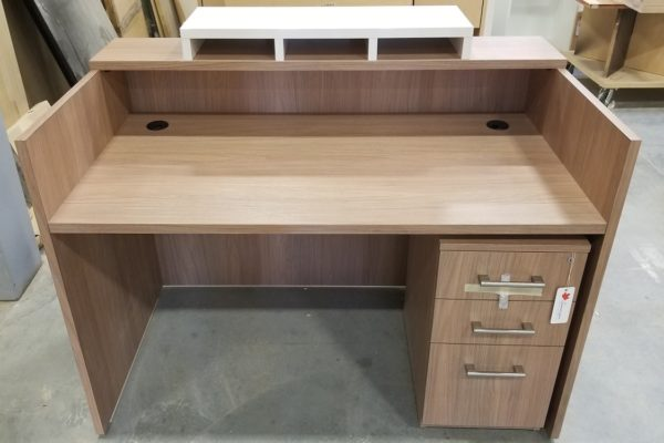 Small Laminate Check In Counter With Mobile Pedestal